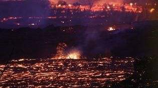 Des coulées de lave provenant du volcan Kilauea, à Hawaï, le 19 mai 2018. (MARIO TAMA / GETTY IMAGES NORTH AMERICA/ AFP)