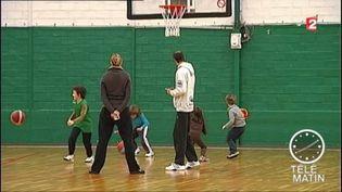 Le sport est très conseillé pour les enfants. (FRANCE 2)