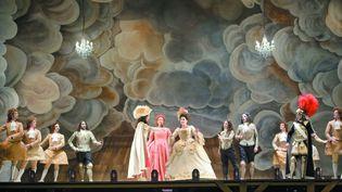 """""""Alcina"""" au Théâtre des Champs-Elysées.Cecilia Bartoli au centre de la scène.  (Vincent Pontet)"""