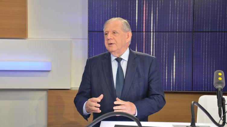 Jacques Mézard, le ministre de la Cohésion des territoires, était l'invité de franceinfo. (RADIO FRANCE / JEAN-CHRISTOPHE BOURDILLAT)