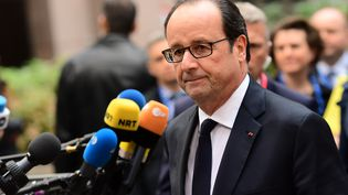François Hollande à son arrivée au sommet des dirigeants de l'Union européenne, le 20 octobre 2016 à Bruxelles (Belgique). (EMMANUEL DUNAND / AFP)