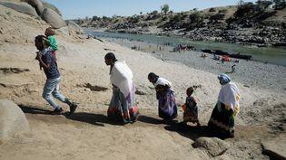 Les violences se multiplient en Ethiopie, poussant la population à fuir le pays. Depuis la région du Tigré beaucoup se réfugient au Soudan comme sur cette photo prise le 1er décembre 2020. (BAZ RATNER / REUTERS)