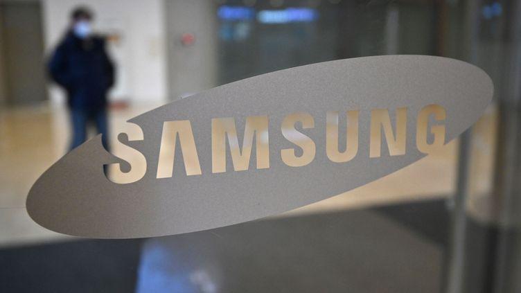Le logo de la compagnie sud-coréenne Samsung, au siège de la firme à Séoul, le 8janvier 2020. (JUNG YEON-JE / AFP)