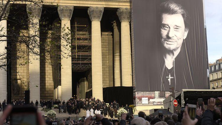 Hommage populaire rendu à Johnny Hallyday devant l'église de la Madeleine, 9 décembre 2017, Paris, France. (ELISE HARDY / GAMMA-RAPHO)