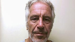 Le financier Jeffrey Epstein, 66 ans, est photographiéau moment de son inscription sur le fichier des délinquants sexuels, le 28 mars 2017. (REUTERS)