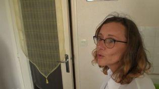 Une jeune mère de famille surendettée tente de faire face aux dépenses de la vie quotidienne.  (FRANCE 2)
