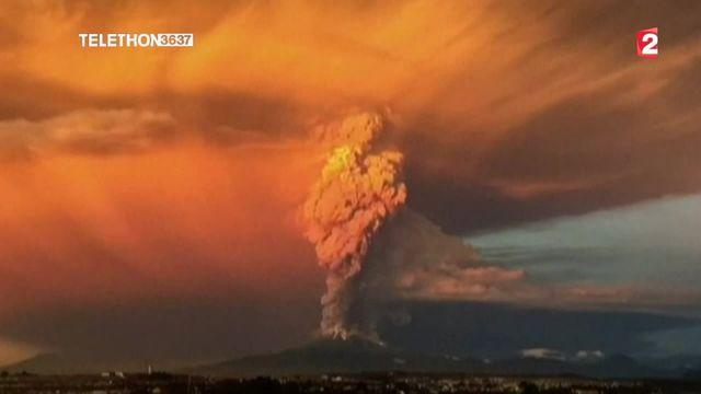 L'Etna, une éruption orageuse