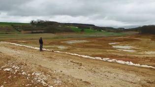 À Saint-Pierre-de-Caubel (Lot-et-Garonne), un lac d'irrigation crée la polémique. Les agriculteurs en ont besoin, mais sont confrontés aux associations écologiques. (FRANCE 3)