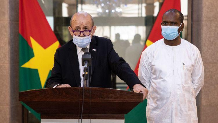 Le ministre des Affaires étrangères,Jean-Yves Le Drian, le 11 juin 2021 à Ouagadougou (Burkina Faso). (OLYMPIA DE MAISMONT / AFP)