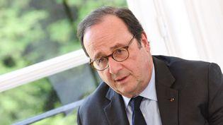 François Hollande, le 2 mai 2018 àBruxelles (Belgique). (JEAN-LUC FLEMAL / BELGA MAG / AFP)