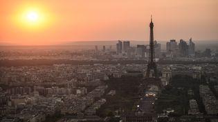 Latour Eiffel accueille plus de six millions de visiteurs par an. (LUCAS BARIOULET / AFP)