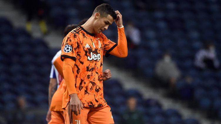 La déception de Ronaldo, battu avec la Juve par Porto (MIGUEL RIOPA / AFP)