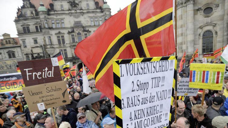 Le drapeau arboré par Pegida dans ses manifestations (JENS SCHLUETER / AFP)