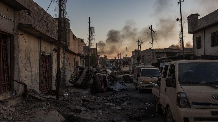 Une rue de Mossoul, où l'armée irakienne combat le groupe Etat islamique, le 4 juin 2017. (MAXPPP)