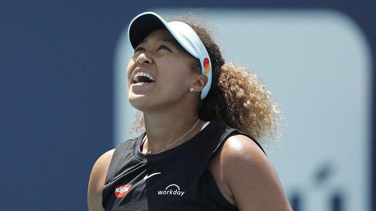 Naomi Osaka tombe en quarts de finale du Masters 1000 de Miami face à Maria Sakkari, mercredi 31 mars 2021.  (MICHAEL REAVES / GETTY IMAGES NORTH AMERICA)
