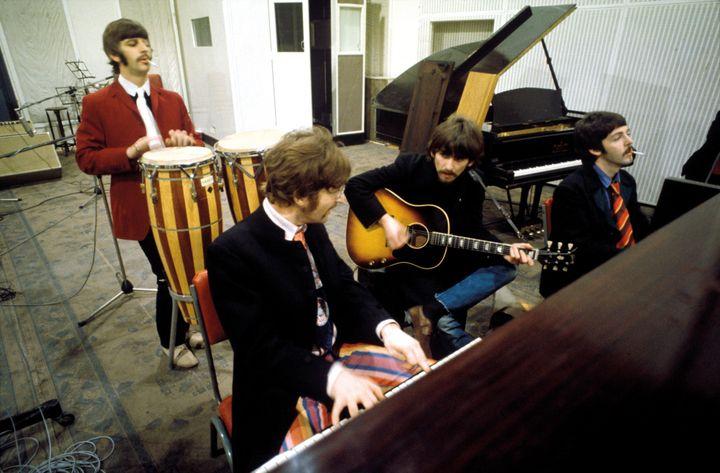 Ringo, John, George et Paul lors des séances en studio qui se sont étalées sur 5 mois  (Apple Corps Ltd.)