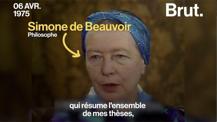 """VIDEO. """"On ne naît pas femme : on le devient"""" : que voulait dire Simone de Beauvoir ? (BRUT)"""