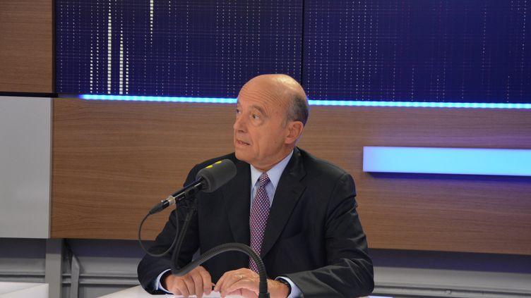 Alain Juppécandidat de la primaire à droite et maire LR de Bordeaux, à franceinfo le 20 septembre 2016. (Jean-Christophe Bourdillat / Radio France)