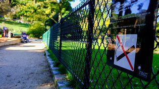 Un panneau informant de l'interdiction de fumer dans les aires de jeux pour enfants (MAXPPP)