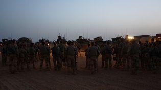 Briefing avant départ, au camp français de Ménaka, au Mali, en mai 2018 (ERIC AUDRA / RADIOFRANCE)
