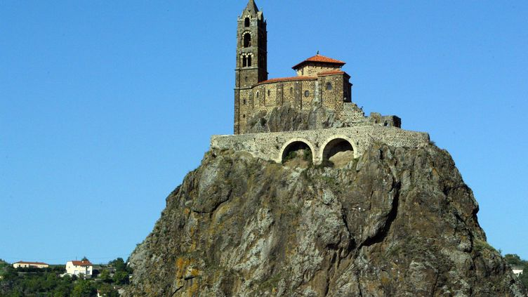 La chapelle d'Aiguilhe au Puy-en-Velay (Haute-Loire). (ERKUL CELIK  / MAXPPP)
