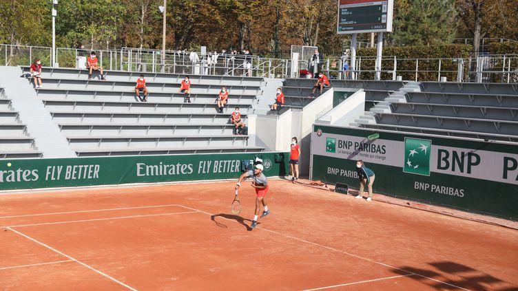 Un match de qualification de l'édition 2020 du tournoi de Roland Garros, le 21 septembre 2020. (ARNAUD JOURNOIS / MAXPPP)