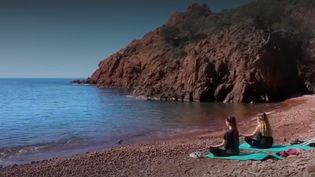 Il existe encore dans le massif de l'Estérel (Var) quelques recoins cachés. Ils abritentdes calanques et des plages encore préservées. (CAPTURE ECRAN FRANCE 3)