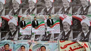 Des affiches électorales à Téhéran le 19 février 2020. (ATTA KENARE / AFP)