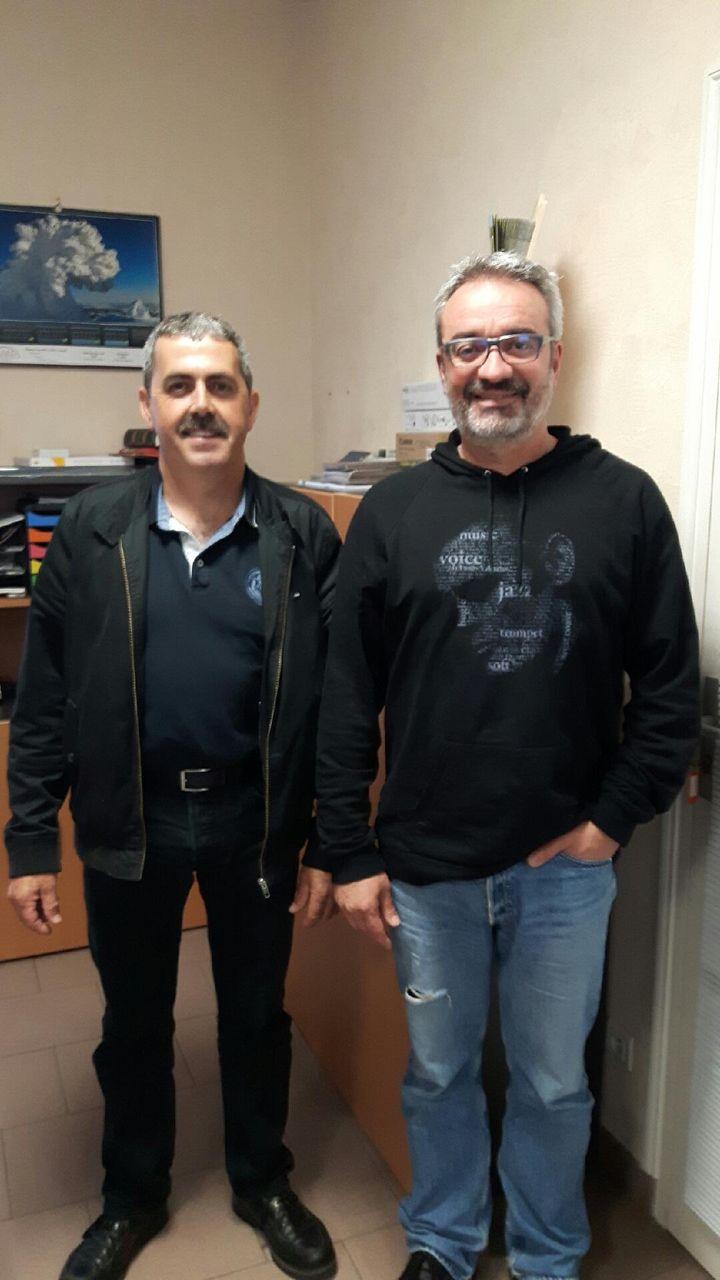 Bruno Boulay (g.), maire sans étiquette de Thoiré-sur-Dinan, dans la Sarthe, et son premier adjoint Jean-Christophe Jouanneau. (JÉRÔME JADOT / FRANCEINFO)
