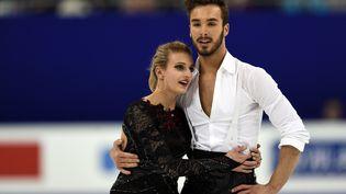 Le couple tricolore de danse sur glace Gabriella Papadakis et Guillaume Cizeron lors des championnats du monde de patinage artistique à Shanghai en mars 2015. (JOHANNES EISELE / AFP)