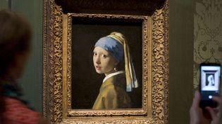 """""""La Jeune fille à la perle"""" de Vermeer a retrouvé sa place au Mauritshuis de La Haye (20 juin 2014)  (Peter Dejong / AP / SIPA)"""