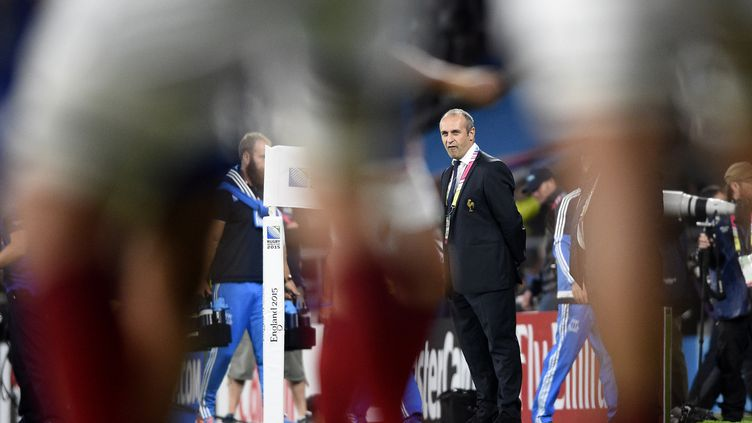 Philippe Saint-André, le sélectionneur du XV de France, lors du match de poules de la Coupe du monde face à l'Italie, le 19 septembre 2015 à Twickenham (Royaume-Uni). (FRANCK FIFE / AFP)
