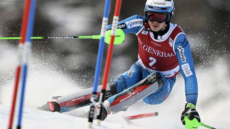 Le skieur norvégien, Henrik Kristoffersen (PHILIPPE DESMAZES / AFP)