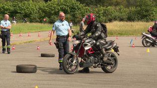 Des gendarmes encadrent une journée de sécurité routière avec des motards en Ile-et-Vilaine (France 3 Bretagne)