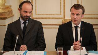 Edouard Philippe (à gauche) et Emmanuel Macron, le 30 octobre 2017 à l'Elysée. (LUDOVIC MARIN / AFP / MAXPPP)