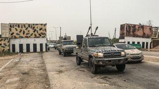 Un convoides forces dugouvernement d'union nationale (GNA) de Fayez Al-Sarraj, à Janzour, en Libye, vendredi 5 avril 2019. (MAHMUD TURKIA / AFP)