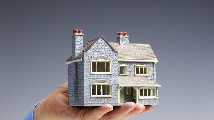 Comment vendre son bien immobilier en fixant le juste prix ? (PETER DAZELEY / GETTY IMAGES)