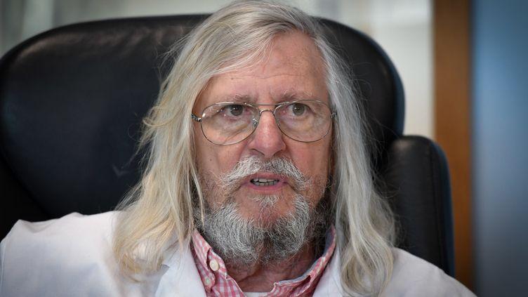 Le professeur Didier Raoult, dans son bureau de l'IHU de Marseille, le 26 février 2020. (GERARD JULIEN / AFP)