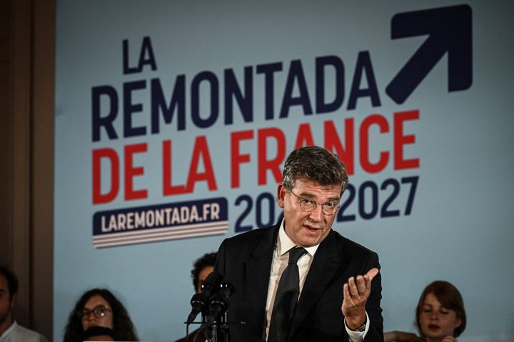 L'ancien ministre Arnaud Montebourg déclare le4 septembre 2021 sa candidature à la présidentielle à Clamecy, dans la Nièvre. (JEAN-PHILIPPE KSIAZEK / AFP)