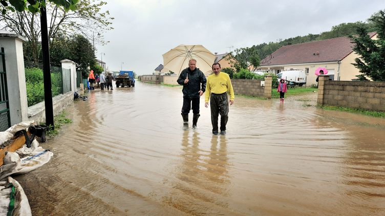Dans l'Yonne, les intempéries ont provoqué des inondations dans le village de Beaumont, lundi 30 mai 2016. (MAXPPP)