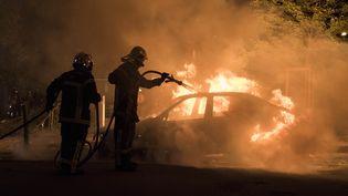 Des violences ont éclaté à Nantes après la mort d'un conducteur, mardi3juillet 2018 au soir. (SEBASTIEN SALOM GOMIS / AFP)
