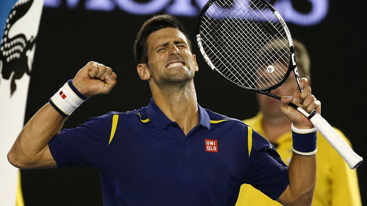 Le tennisman Novak Djokovic célèbre sa victoire face à Roger Federer en demi-finale de l'Open d'Australie, le 28 janvier 2016. (ISSEI KATO / REUTERS)