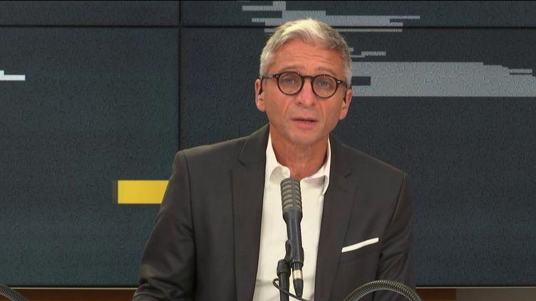 Jean-François Achilli présente les informés sur franceinfo, vendredi 4 septembre 2020. (FRANCEINFO / RADIOFRANCE)