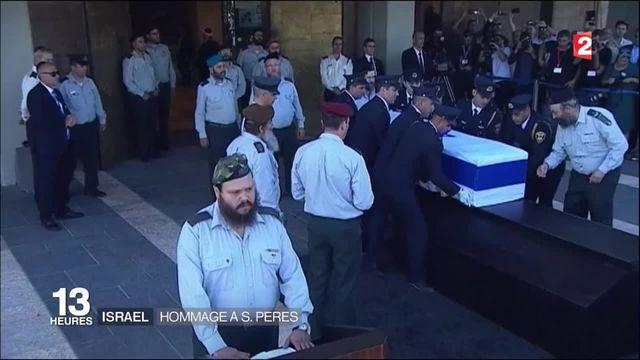 La dépouille de Shimon Peres à la Knesset