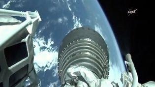 Une vue depuis l'ISS de la fusée Atlas 5 partie de Cap Canaveral en Floride transportantla capsule de ravitaillement Cygnus (NASA TV)