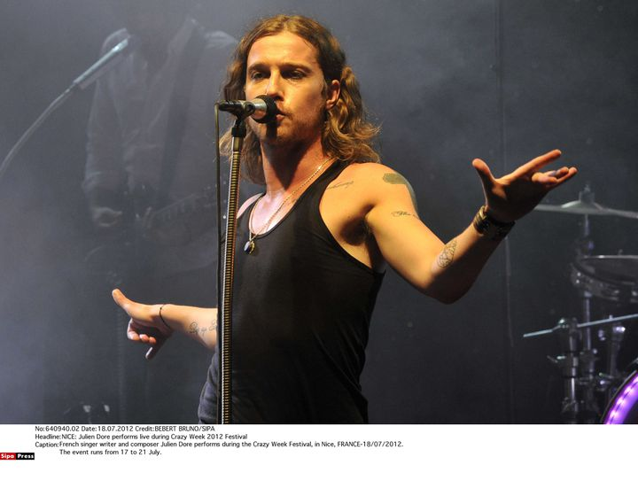 Julien Doré sur scène à Nice en juillet 2012. (BEBERT BRUNO/SIPA)