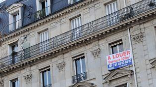 Parmi les vingt plus grandes villes, Toulon, Brest et Paris sont les trois seules où la hausse des loyers a été supérieure à l'inflation en 2012. (JULIEN MUGUET / MAXPPP)