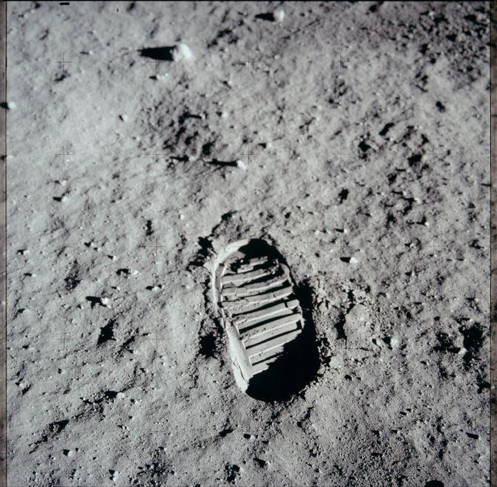 Une trace de pas, sur la Lune, photographiée le 20 juillet 1969. (PROJECT APOLLO ARCHIVE / FLICKR)