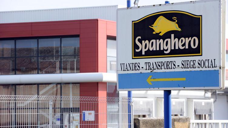 Devant Spanghero, à Castelnaudary (Aude), le 10 février 2013. (REMY GABALDA / AFP)