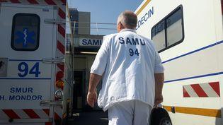 Un médecin du Samu 94à l'hôpital Henri-Mondor de Créteil, le 23 mai 2018 (SÉBASTIEN BAER / FRANCE-INFO)